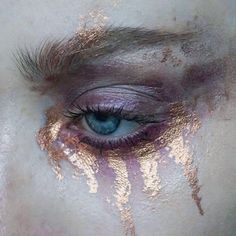a I l  t h a t  r e m a i n s | Products: @tromborgcom Lightning quad + @mehronmakeup metal powder in copper | Brows: @artdeco_cosmetics brow gel + @narsissist Bellissima duo | #mua #makeupartist #artist #eyes #blueeyes #freckles #skin #mine #mywork #eyemakeup #pastel #blue #eyeshadow #abstract #editorial #editorialmakeup #brows  #lashes #tromborg #mehron