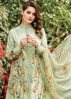 Beautiful Pakistani Dresses, Pakistani Formal Dresses, Pakistani Fashion Party Wear, Pakistani Wedding Outfits, Pakistani Dress Design, Beautiful Dresses, Sleeves Designs For Dresses, Dress Neck Designs, Stylish Dresses For Girls
