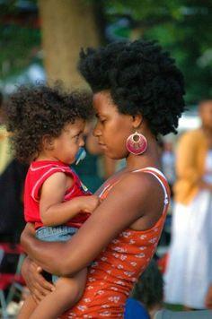 ##Comment entretenir les cheveux crépus et frisés de nos enfants ?  Pour toutes les mamans qui ont décidé de préserver le cheveu naturel de leur petit bout de chou et qui désirent les entretenir efficacement sans complication. Vous voulez avant tout que votre enfant se sente à l'aise avec ses cheveux crépus ou frisés, voici quelques conseils.  http://afromarket.fr/?p=300