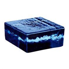 El bloque de cristal Vetropieno se trata de un ladrillo macizo de forma cuadrado y de color azul