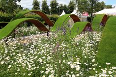 Hampton Court Flower Show 2017 – The Show Gardens: Kinetica – The Frustrated Gardener Hampton Court Flower Show, Rhs Hampton Court, Colorful Garden, Garden Bridge, Garden Landscaping, The Hamptons, Outdoor Gardens, Landscape Design, Palace