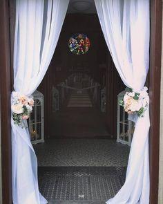 New wedding church door decorations 47 Ideas Wedding Doors, Wedding Entrance, Entrance Decor, Wedding Church, Church Ceremony, Ceremony Backdrop, Church Wedding Decorations, Ceremony Decorations, Rose Gold Table
