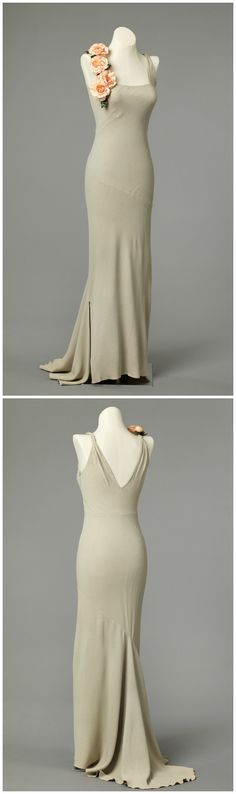 Evening dress, probably by Worth, United Kingdom, 1937. Photo: Larsen, Frode / The National Museum of Art, Architecture and Design, Oslo.