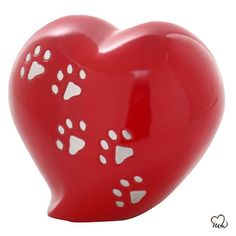 Heart Shaped Paw Inlaid Pet Cremation Urn in Red Pet Cremation Urns, Cremation Ashes, Dog Urns, Keepsake Urns, Pet Ashes, Memorial Urns, Finishing Materials, Piggy Bank, Creative Design