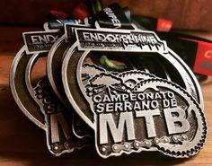 Medalha Personalizada com fita acetinada você encontra aqui na Invicta Premiações.