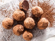 Makes 12 Preparation: 15 min Cooking: 5 min Chilling time: hours 250 g dark chocolate,. Chocolate Day, Chocolate Truffles, Chocolate Recipes, Dog Food Recipes, Dessert Recipes, Cooking Recipes, Desserts, No Bake Bars, Truffle Recipe
