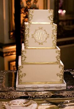 Classic gold and white wedding cake idea; photo: Arrowood Photography -could do in platinum Big Wedding Cakes, Square Wedding Cakes, Elegant Wedding Cakes, Beautiful Wedding Cakes, Wedding Cake Designs, Beautiful Cakes, White And Gold Wedding Cake, White Gold, Gold Cake