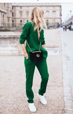 Suits for women Professional workwear, green pants suit, suits for women … – The best outfit ideas - All For Hair Color Trending Looks Street Style, Casual Street Style, Sneakers Street Style, Street Style 2018, Autumn Street Style, Street Chic, Street Wear, Mode Outfits, Fashion Outfits