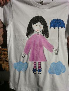 Camiseta muñeca con paraguas. 15€. Si quieres cambiar algún detalle o añadir detalles nuevos, escríbenos a nohay2iguales@nohay2iguales.com y lo vemos.