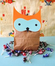 Owl crafts for fall. I love this, but I would add a V-shaped eyebrow to make it more like an owl. I'm sure my daughter would put a bow on this owl! Halloween Paper Crafts, Manualidades Halloween, Owl Crafts, Crafts For Kids, Card Crafts, Fall Projects, Craft Projects, Craft Ideas, Project Ideas