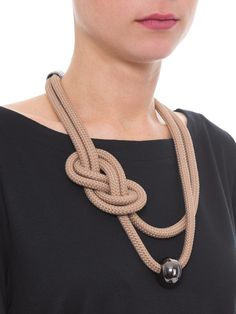 Rope Jewelry, Ethnic Jewelry, Jewelry Crafts, Jewelery, Macrame Colar, Micro Macrame, Washer Necklace, Crochet Necklace, Jewelry Making