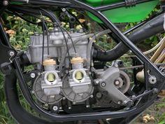 Silnik dwusuwowy, Tandem (z dwoma poprzecznymi wałami korbowymi),  Kawasaki KR250 z 1975 roku.