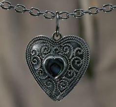 You know what I want? I want a jewelry artist to recreate this necklace from Ella enchanted! Jewelry artists of the world try to recreate this! Ella Enchanted fans WOULD buy it.