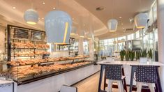 Shopfitting references for bakeries from AICHINGER: Success stories for shop furniture and bread shelves - made in Germany. Gourmet Bakery, Bakery Cafe, Service Counter, Master Baker, News Cafe, Lighting Concepts, Ice Cream Parlor, Shop Fittings, Bakery Design