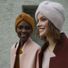 tricoter un turban au style retro - Mode Ideen Look Fashion, Retro Fashion, Turban Hat, Baby Turban, Style Turban, Beret, Beanie Hats, Beanies, Turban Outfit