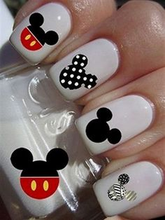 14 nail designs Mickey Mouse to commemorate its Disney Nail Designs, Short Nail Designs, Cute Nail Designs, Minnie Nails, Disney Toe Nails, Mickey Mouse Nail Design, Acryl Nails, Short Nails Art, Best Acrylic Nails