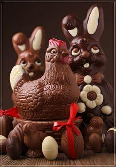 La poule, les lapins, les poussins et les œufs en chocolat
