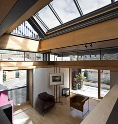 Murphy House by Richard Murphy Architects is the 2016 RIBA House of the Year, chosen by the judges for its whimsy and charm. Located at the end of a sandstone terraced street in Edinburgh's UNESCO-listed New Town, the project is the house of its namesa. Residential Interior Design, Residential Architecture, Interior Architecture, Interior And Exterior, Kinetic Architecture, Interior Ideas, Exterior Design, British Architecture, Tin House