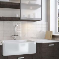 Karra Carrara x Ceramic Subway Tile Ceramic Subway Tile, Subway Tile Backsplash, White Subway Tiles, Marble Tiles, Tiling, Carrara Marble, White Marble, Wall Installation, Marble Effect