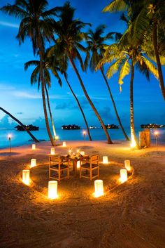 A proper honeymoon needs at least one overly romantic dinner night. We think that the Maldives Island are a perfect place for that :)