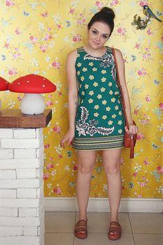 Karol Pinheiro » Look da Ka: vestido sessentinha e coque alto