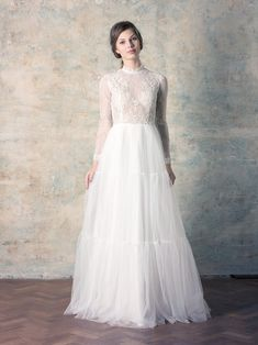 rochie de mireasă tip prințesă cu mânecă lungă, dantelă și fustă tul Couture Dresses, Wedding Dresses, Collection, Fashion, Tulle, Bohemia, Haute Couture Dresses, Bride Dresses, Moda