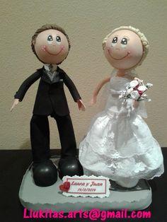 Fofuchos novios personalizados realizados especialmente para Laura y Juan/Personalized fofucho dolls just married specially made for Laura and Juan