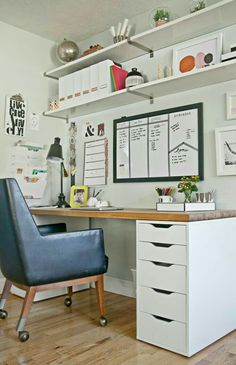 White Home Office Ideas To Make Your Life Easier; home office idea;Home Office Organization Tips; chic home office. Mesa Home Office, Home Office Space, Office Workspace, Home Office Desks, Organized Office, Tiny Office, White Office, Office Table, At Home Office Ideas