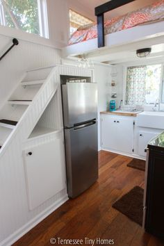 Music City Tiny House by Tennessee Tiny Homes - Tiny Living Tiny House Movement, Tiny House Living, Home And Living, Tiny Guest House, Living Rooms, Casa Loft, Compact Living, Tiny House Plans, Tiny House 200 Sq Ft