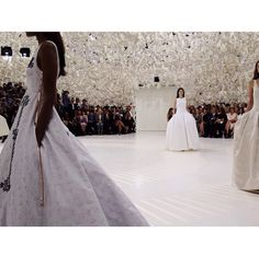 Le défilé Christian Dior haute couture automne-hiver 2014-2015 http://www.vogue.fr/mode/experiences-digitales/diaporama/le-top-20-des-post-instagram-de-vogue-paris/19853/image/1040534#!le-defile-christian-dior-haute-couture-automne-hiver-2014-2015