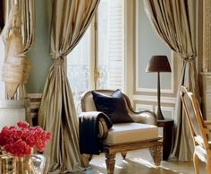 gold curtain, not sure i will ever use it in my home, but very nice here.