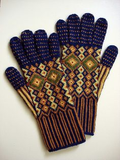 Untitled Knitted Gloves, from For Arts Sake. Pix only, no link or info for pattern.