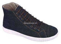 Sepatu boot CGN 001 adalah sepatu boot yang nyaman dan kuat. Sol...