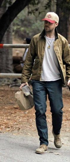 Ryan Gosling Style, Badass Outfit, Rugged Style, What To Wear, Husband, Street Style, Style Inspiration, Mens Fashion, Actors