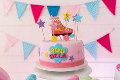 Bolo Sou Luna para a festa de 9 anos da Bela. Veja mais detalhes dessa decoração super charmosa no portal It Mãe