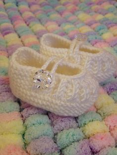 Winter White Hand knitted Baby Shoes 612 months by Snugglescuddles, £15.00