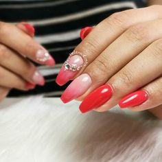 Helena Costa sur Instagram: #longnails #unhasdegel #nailart #nailsparis #remplissage #onglesengel #coralnails #strass #palaiseau #unhas #ongles91 # Coral Nails, Red Nails, Nail Art Rouge, Red Coral, Long Nails, Glitter, Nailart, Instagram, Enamels