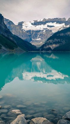 freeios8.com - mk48-canada-lake-louise-green-water-nature - http://goo.gl/qmheTs - iPhone, iPad, iOS8, Parallax wallpapers