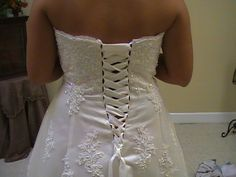 Have you found the perfect dress, but it won't zip up in back? It looks and fits great everywhere else, but you just can't zip it up? Well, here's an alteration you can do to fix that problem. Corset Back Wedding Dress, Diy Wedding Dress, Wedding Attire, Diy Corset, Lace Corset, Corset Dresses, Dress Out, Diy Dress, Dress Alterations