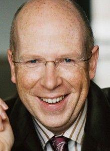Rainer Wälde ist Berater und Trainer, TV-Moderator und Buchautor. Als Leiter der TYP Akademie in Limburg steht er an der Spitze des Marktführers für Image- und Stilberatung in Deutschland und weiteren europäischen Ländern.  Bis zum Abschluss seines Studiums arbeitete Rainer Wälde zunächst in der Öffentlichen Verwaltung und wurde anschließend Rundfunkredakteur und Fernsehmoderator. Er war unter anderem für NBC Super Channel, das niederländische Fernsehen EO, den MDR und RTL tätig.