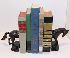 AMAZING.    My Crafty Soul: Fun and Unique Bookends