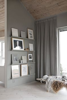 Handy for displaying art and prins. Grey walls, grey shelves and paintings