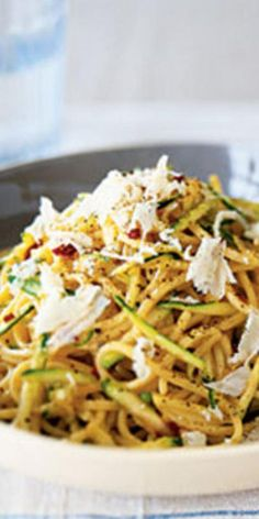 Zesty Zucchini Spaghetti - Choose whole wheat pasta for a boost of fiber and heart-healthy complex carbohydrates. Fiber keeps you feeling full longer than white pasta. Zucchini Spaghetti, Spaghetti Recipes, Pasta Recipes, Summer Spaghetti, Zucchini Noodles, Spaghetti Dinner, Vegetarian Spaghetti, Zucchini Parmesan, Vegan Parmesan