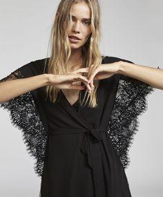 Short sleeve lace dressing gown, Oysho .
