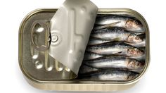 Did you know that sardines offer many health benefits? The Surprising Health Benefits of Sardines Health And Nutrition, Health And Wellness, Real Food Recipes, Healthy Recipes, Healthy Food, Recipe For Success, Daily Vitamins, Did You Eat, Food Is Fuel