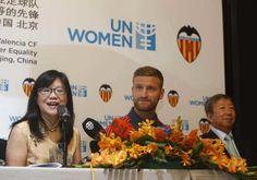 """Revista NOVA DIMENSIÓ: deport-cultura-art-amistat: The new Valencia CF...2 : Mustafi: """"Un campeón del..."""