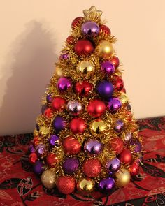 Ornament Tree w/photo instructions...very pretty, and you can do SO much with changing it up to fit your needs, personality, etc...
