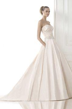 ロマンス ハートカット チャペル サテン A ライン ウェディングドレス Hpr0115