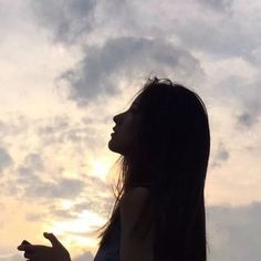 Aesthetic Photo, Aesthetic Girl, Aesthetic Pictures, Portrait Photography Poses, Tumblr Photography, Photographie Portrait Inspiration, Shadow Pictures, Silhouette Photography, Cute Korean Girl