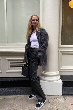 The 13 Best Leather Pant Outfits in Every Style   Who What Wear Skinny Leather Pants, Leather Pants Outfit, Faux Leather Pants, Leather Leggings, Straight Trousers, Chill Outfits, Simple Outfits, How To Wear, Clothes